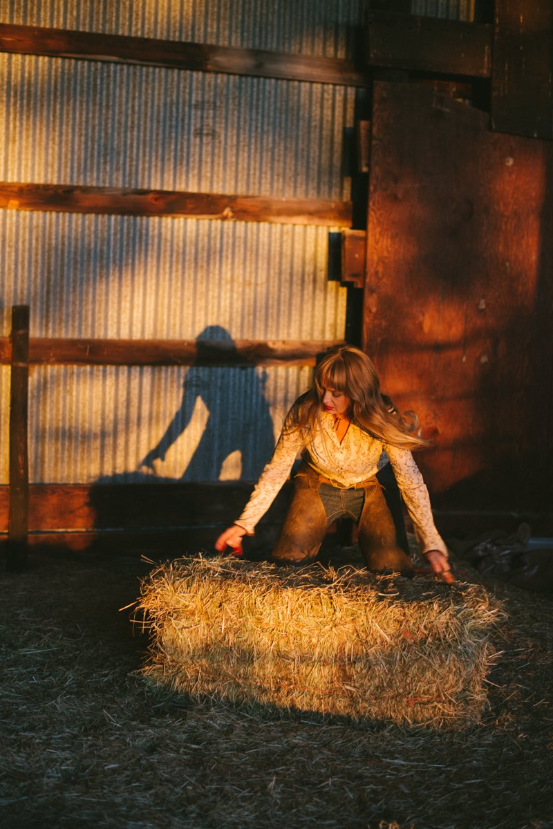 lifestyle-photography-of-rancher-megan-brown