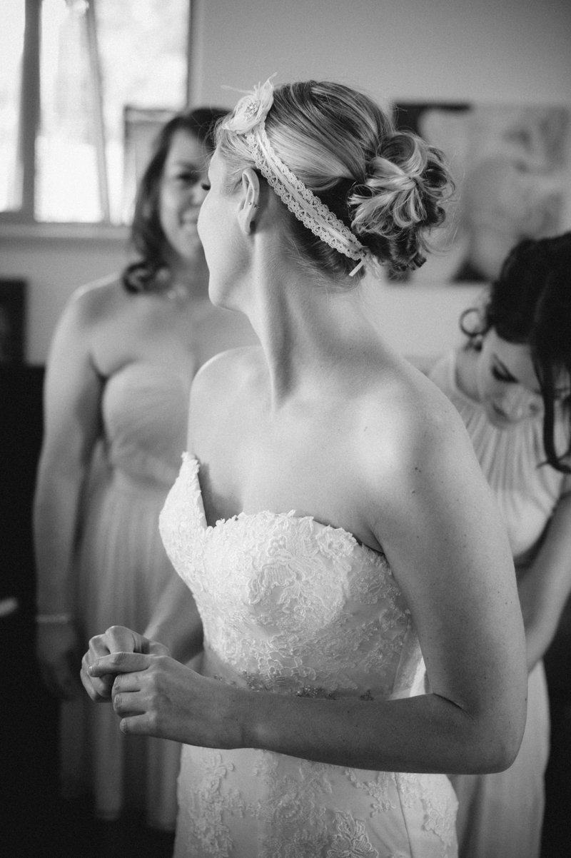 bride-getting-ready-at-white-ranch-chico-ca