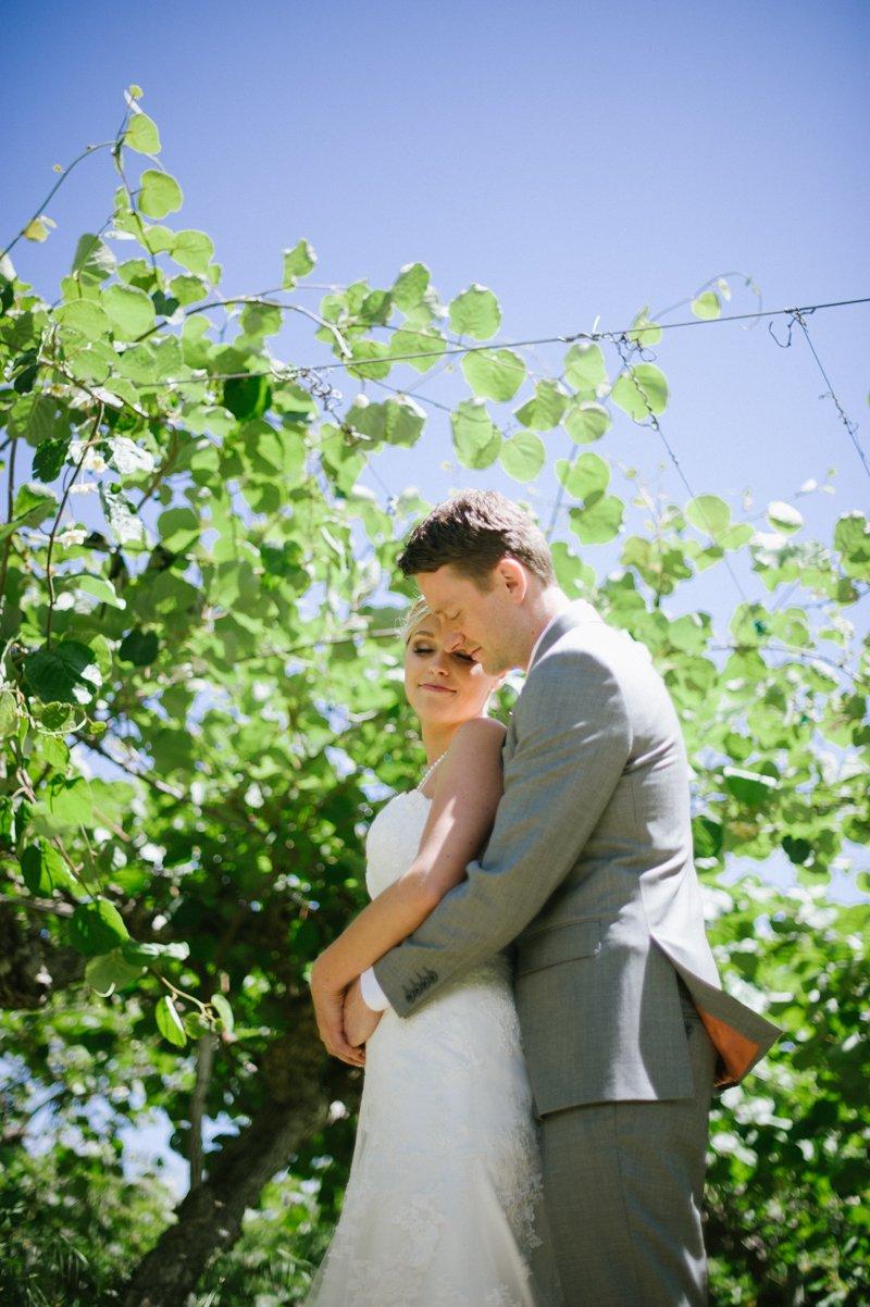 bride-and-groom-portraits-at-kiwi-farm-chico-ca
