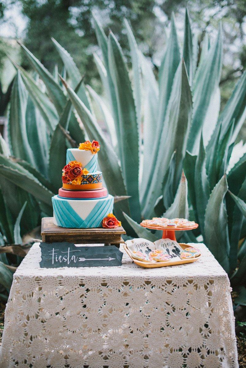 Wedding Photography by Shannon Rosan - rosanweddings.com - #weddingcake #weddingphotos
