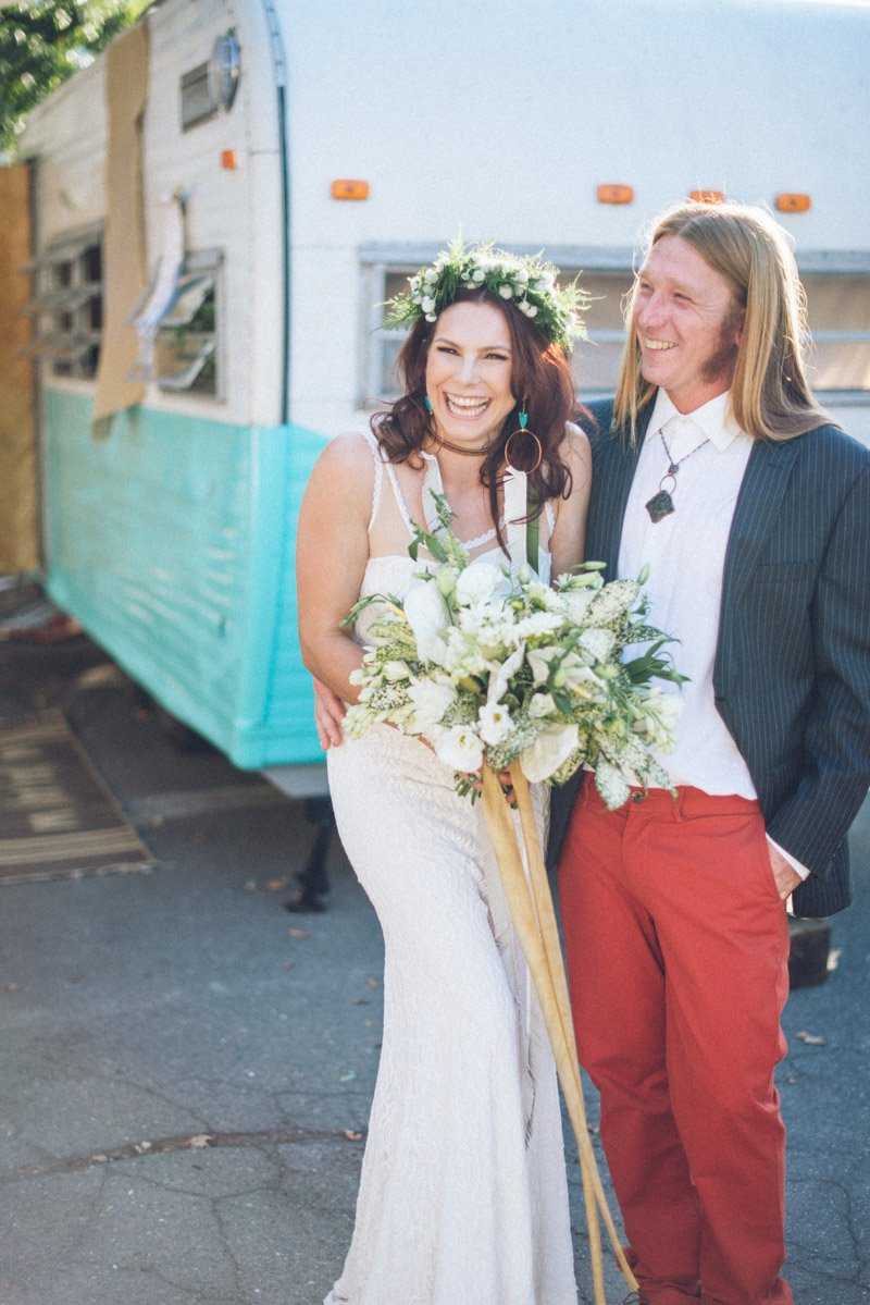 70s Inspired Wedding | Shannon Rosan Photography, rosanweddings.com #70s #weddingv